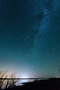 My First Shooting Star Photo - Wheatland WY [OC][3711x5566] ift.tt/2v9A25M