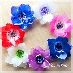 NanaAkua https://www.facebook.com/NanaAkua.Kobo ホビーショーでのワークショップ用、立体プラバンのアネモネブローチサンプル、昨日よりひとつ増えました。 ワークショップ詳細は近日中にナナアクヤのFacebookページでお知らせします。 #anemone #flower #shrinkplastic #brooch #shrinkydinks #handmade #accessories #プラバン #プラ板 #日本ホビーショー