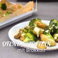 Ofenkartoffel mit Brokkoli Baked potatoes with broccoli - healthy dinner or lunch from the oven. Healthy Party Snacks, Healthy Toddler Snacks, Healthy Snacks For Adults, Healthy Dinner Recipes, Vegetarian Recipes, Baked Vegetables, Veggies, Clean Eating, Healthy Eating