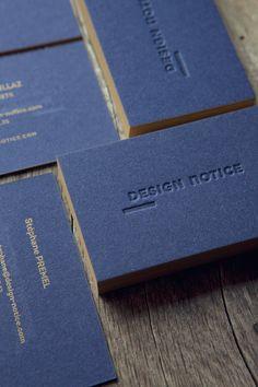 Cartes de visite ton sur ton et pantone doré 871 sur papier coton bleu nuit / tonal deboss and metallic pantone printed onto 600gsm power blue cotton paper