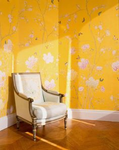 de Gournay: pattern Chelsea in standard design colours of Custom Yellow painted silk.