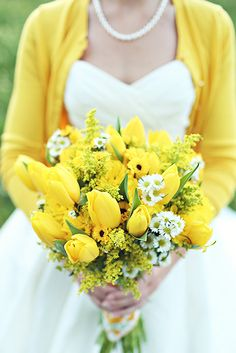 18 Fresh Spring Wedding Bouquets ❤ See more: http://www.weddingforward.com/spring-wedding-bouquets/