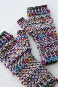 Miss Monet's Fingerless Mitts by susanmarie2, via Flickr : voir son 2ème ouvrage…