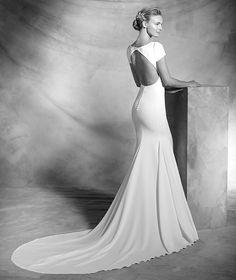 Valeria, sencillo vestido de crepe, para la novia elegante