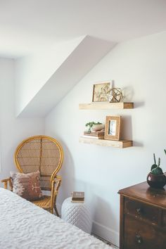 Thoughts from Alice: Eclectic Bohemian Bedroom Reveal White Wood Shelves, Floating Shelves, Cozy Bedroom, Bedroom Decor, Bungalow Bedroom, Alice, Amazing Decor, Eclectic Decor, Decoration