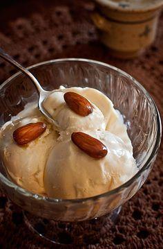 Helado de miel / honey ice cream Ice Cream Desserts, Ice Cream Recipes, Frozen Meals, Frozen Desserts, Mexican Food Recipes, Sweet Recipes, American Desserts, Decadent Cakes, Frozen Yoghurt