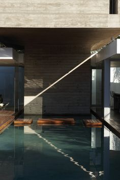 Pool detail at Bunker House, Buenos Aires, Argentina by Estudio Botteri-Connell piscina interna fechada deck madeira Residential Architecture, Architecture Details, Landscape Architecture, Interior Architecture, Contemporary Architecture, Design Exterior, Interior And Exterior, Bunker Home, Therme Vals