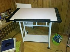 LIKE NEW Drawing/Painting Table - This is LIKE new drawing/painting table used... Place your add for FREE @Refer Local