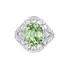 This Louis Vuitton high jewellery collection ring features a tsavorite…