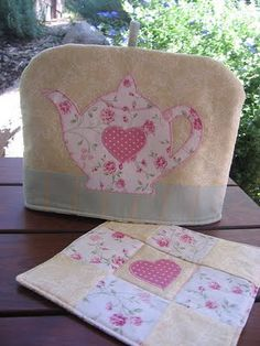 gorgeous tea cosy, clever to put shape of pot on blank canvas