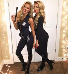 These best friend halloween costumes are perfect for you and your bestie in 2020! All students need to see these college halloween costume ideas best friends!! #Halloween #BestFriends #CostumeIdeas Blonde Halloween Costumes, Halloween Costumes Women Creative, Easy College Halloween Costumes, Best Friend Halloween Costumes, Couple Halloween Costumes For Adults, Homemade Halloween Costumes, Halloween Costumes For Girls, Costumes For Women, College Costumes