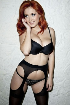 Who doesn't love hot redhead babes? Beautiful Redhead, Beautiful Women, Stockings And Suspenders, Redhead Girl, Curvy Models, Black Lingerie, Vintage Lingerie, Color Negra, Hottest Models