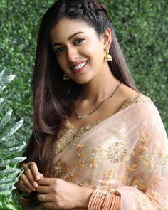 Actress @ishidutta can ceryainly lighten up a room with her winning smile 😍 . . Follow 👉@tellychakkar for more updates. . . #ishitadutta…