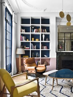 Not everyone likes eclectic interiors, as often they are interesting to watch, but it is very hard to imagine real living in such spaces. But in the case ✌Pufikhomes - source of home inspiration Living Room Interior, Decor, Cabinetry Design, House Interior, Home, Interior, Eclectic Interior, Home Decor, Room Interior Design