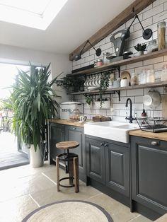 Industrial Kitchen Design, Farmhouse Kitchen Decor, Modern Kitchen Design, Interior Design Kitchen, Rustic Industrial Kitchens, Small Rustic Kitchens, Loft Kitchen, Kitchen Art, Cottage Kitchen Cabinets