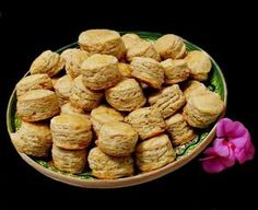 Pogacele cu jumari Christmas Sweets Recipes, Pastry And Bakery, Almond, Deserts, Food And Drink, Favorite Recipes, Ethnic Recipes, Bread, Crafts
