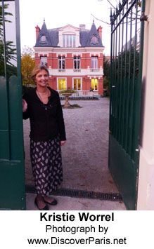 In the charming town of Le Vésinet an American couple, Jim and Kristie Worrel, recently opened a bed and breakfast in a beautiful villa that they spent five years renovating. http://www.discoverparis.net/newsletter/a-new-bed-and-breakfast-opens-near-paris