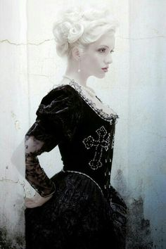 purrsz: A classic beauty with a little Gothic flare ~ Fashion and cosplay. New West Design Dark Beauty, Gothic Beauty, Classic Beauty, Goth Glam, Goth Art, Gothic Korsett, La Danse Macabre, Female Character Inspiration, Gothic Fashion