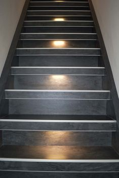 Betonlook trap met rvs strips en led verlichting Strips, Rvs, Home Decor, Decoration Home, Room Decor, Interior Decorating