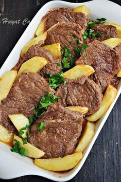 Fırında Patatesli Et Yemeği - Hayat Cafe Kolay Yemek Tarifleri A delicious oven-baked meat dish with no flavor. It is so delicious that I can eat every day without getting tired of course. Yummy Recipes, Meat Recipes, Yummy Food, Chicken Recipes, Potato Dishes, Potato Recipes, Healthy Comfort Food, Cafe Food, Turkish Recipes