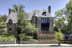 The Obamas are trading white for brick at their newly leased mansion in the Kalorama section of DC.
