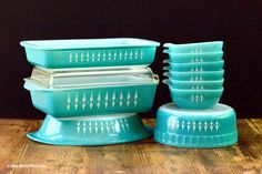 Turquoise with White Spears – That Retro Piece Vintage Kitchenware, Vintage Dishes, Vintage Glassware, Vintage Pyrex, Pyrex Vintage Patterns, Vintage Appliances, Antique Dishes, Vintage Bowls, Vintage Tins