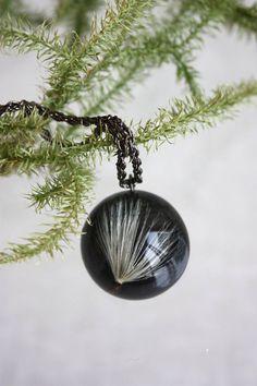 #Pendant #dandelion #ECO #epoxyresin Dandelion seeds on black