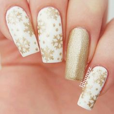 Golden ✨ Winter Manicure by @Liliumzz Thank you! Get snowflake vinyls exclusively at snailvinyls.com✨ Snowflake #NailVinyls snailvinyls.com