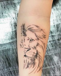 Lion tattoos hold different meanings. Lions are known to be proud and courageous creatures. So if you feel that you carry those same qualities in you, a lion tattoo would be an excellent match Tattoo Girls, Girl Tattoos, Tattoos For Guys, Tattoo Femeninos, Hand Tattoo, Tattoo Tribal, Ankle Tattoo, Lion Tattoo Design, Tattoo Designs