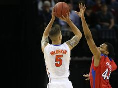 Florida Gators guard Scottie Wilbekin hits a three-point shot over Dayton Flyers guard Vee Sanford at the end of the first half. Florida Gators Basketball, Basketball Finals, Dayton Flyers, Ncaa Tournament, Final Four, Scottie, Sports, Hs Sports, Sport