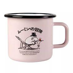 Tasse émail Moomin x Makia 37 cl de Muurla Moomin Shop, Moomin Mugs, Les Moomins, Tove Jansson, Clothing Company, Scandinavian Design, Dishwasher, Coffee Mugs, Enamel