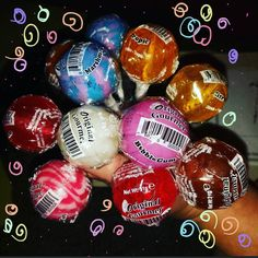 This are all flavor that i can find in my country! Mhhmhh!!! I enjoy a marshmallow right now and i can say to everyone who likes lollypops you must try one! Two three four five... there are many flavors you will find your prefer one go on @oglollipops on the bio are the site you can order all flavors!  #lollypop #lollypops #candys #sweets #flavors #originalgourmet #originalgourmetlollipops by emineegalli