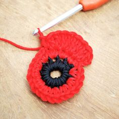 Get those hooks out. here's a free Remembrance Poppy Crochet Pattern. Crochet Butterfly Free Pattern, Crochet Coaster Pattern, Crochet Flower Tutorial, Crochet Poncho Patterns, Crochet Flowers, Knitting Patterns, Crochet Doilies, Crochet Books, Crochet Crafts