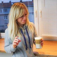 KAWA Fit czy nie fit? Pić czy nie pić? Kawa nie tylko wcale nie jest taka straszna, ale dzięki odpowiedniemu dawkowaniu może być także wsparciem w redukcji tkanki tłuszczowej czy poprawić efektywność naszych treningów. Kawę możemy wykorzystać do swoich celów - wystarczy tylko wiedzieć jak to zrobić. 🤔🤔 O tym dzisiaj na blogu, dodatkowo jest też kilka słów na temat mojego ekspresu - bo zbombardowaliście mnie pytaniami po jednym z Instastory. 😂😁😁 Link w bio - @codziennie_fit lub po prostu… Blond, Long Hair Styles, Beauty, Long Hairstyle, Long Haircuts, Long Hair Cuts, Beauty Illustration, Long Hairstyles, Long Hair Dos
