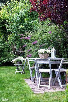 Garden at the end of June / Puutarha kesäkuun lopussa Beautiful Flowers Garden, Beautiful Gardens, Outdoor Dining, Indoor Outdoor, Country Lifestyle, Gardening, Garden Landscaping, Landscaping Ideas, Garden Inspiration