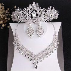 Wedding Jewelry Sets, Jewelry Party, Hair Jewelry, Wedding Accessories, Hair Accessories, Jewellery, Jewelry Gifts, Wedding Party Hair, Wedding Veil