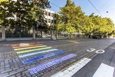 Naamiojoukko maalasi Venäjän Helsingin-suurlähetystön suojatien sateenkaareksi