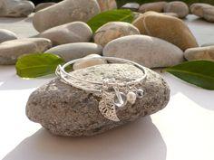 Bracelet en perle d'eau douce, perle de cristal de roche, perle d'hématite, bracelet laiton et pierres fines, bracelet feuille : Bracelet par lapassiondisabelle