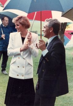 May Princess Diana Visits The Royal Free Hospital Thoracic Medicine Department In Aid Of British Lung Foundation Princess Diana Rare, Prince And Princess, Princess Of Wales, Bridal Elegance, Catherine Walker, Diane, New Clip, Lady Diana, Her Smile
