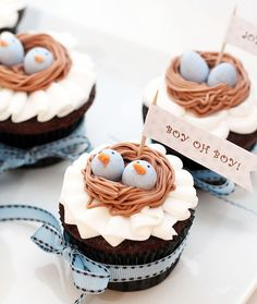 Bird's nest cupcakes (apparently for a twins' baby shower?) - either way, these are adorable! Torta Baby Shower, Shower Baby, Easter Cupcakes, Yummy Cupcakes, Mini Cakes, Cupcake Cakes, Cupcakes Decorados, Beautiful Cupcakes, Cakepops