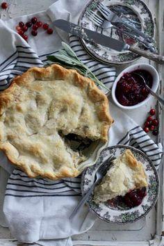 Thanksgiving Leftover Pie #thanksgivingrecipes #thanksgivingleftovers #pierecipes #stuffing