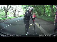 Esto lo pasa a un ciclista por ir mirando hacia abajo