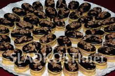 Skořicové oválky s čokoládou dia Sweet Recipes, Cookies, Food, Crack Crackers, Biscuits, Essen, Meals, Cookie Recipes, Yemek