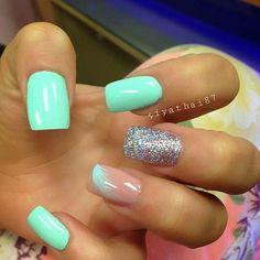 Auqa nude glitter feather nailart #nailart #nails #auqa #nude #glitter #feather