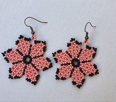 Beaded Flowers Patterns, Seed Bead Patterns, Beaded Jewelry Patterns, Beading Patterns, Flower Earrings, Beaded Earrings, Crochet Earrings, Earring Tutorial, Bead Jewellery