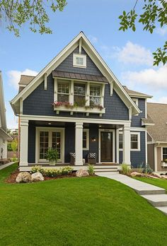 New Ideas For House Exterior Design Bungalows Craftsman Style Farmhouse Exterior Colors, House Paint Exterior, Exterior Design, Craftsman Exterior Colors, Siding Colors For Houses, Modern Exterior, Gray Exterior, Craftsman Porch, Exterior Windows