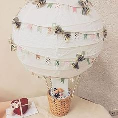 Ballon comme cadeau en argent pour mariage # cadeau en argent www. Don D'argent, Diy Ballon, Wedding Present Ideas, Money Gift Wedding, Diy Wedding Presents, Gift Money, Wedding Favors, Creative Wedding Gifts, Hot Air Balloon