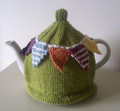Summer Bunting Tea Cosy Knitting Crochet pattern by Buzybee Tea Cosy Knitting Pattern, Tea Cosy Pattern, Beginner Knitting Patterns, Easy Knitting, Knitting Projects, Crochet Patterns, Knitting Ideas, Finger Knitting, Scarf Patterns