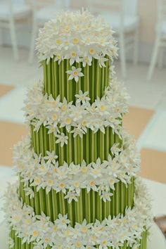 Daisy and bamboo wedding cake Beautiful Wedding Cakes, Gorgeous Cakes, Amazing Cakes, Cake Wedding, Cute Cakes, Pretty Cakes, Fondant Cakes, Cupcake Cakes, Rodjendanske Torte