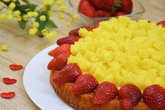 La crostata morbida mimosa è una variante della classica torta mimosa arricchita dalla presenza delle fragole fresche. Ecco la ricetta